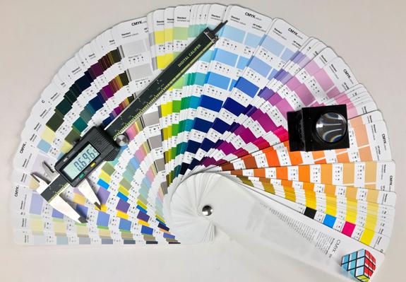Drukwerk - Beoordeling van kleurkwaliteit onder de speciale lichtbakken met daglicht.